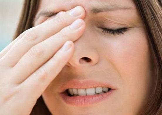 đầu mũi bị đỏ sau khi nâng mũi